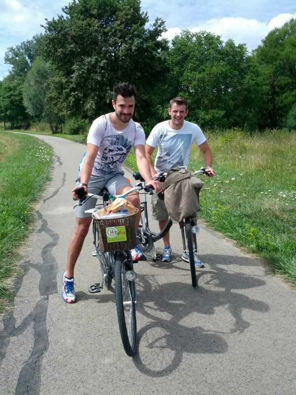 MikeW and The FeelGoodGuy (David) cycling the French countryside! (source – Pulped Travel)
