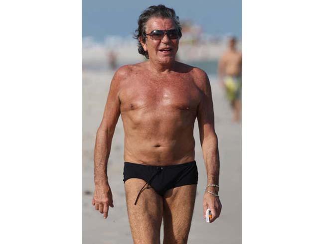 Italian fashion designer Roberto Cavalli rocks his Speedos! (source – lipstickalley.com)