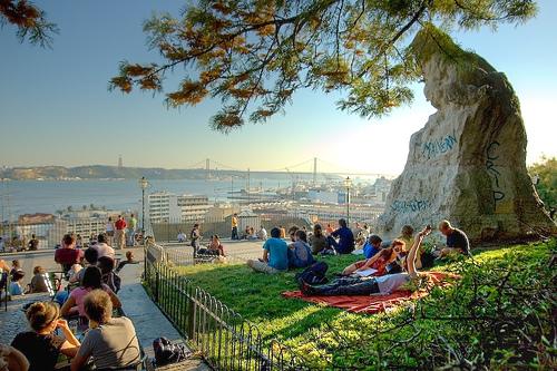 Miradouro Santa Catarina (source - Oasis Lisboa)